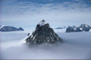 Антарктида. Нунатак Churchill Peninsula.